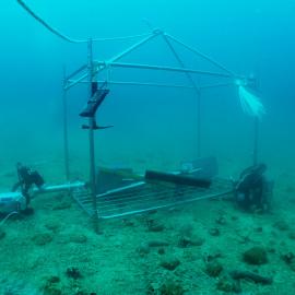 Delovna platforma na morskem dnu.