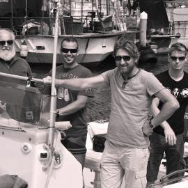 Ekipa raziskovanja biodiverzitete morja na čolnu