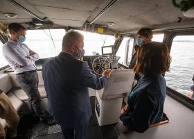 Koda 1 - 9.00 minister za okolje in prostor Vizjak bo obiskal Nacionalni inštitut za biologijo (NIB) Morske biološke postaje (MBP) Piran, kjer mu bosta direktor NIB Matjaž Kuntner in vodja MBP Patricija Mozetič predstavila glavna področja raziskav ter strokovnih nalog, ki jih izvajajo v povezavi z okoljskim ministrstvom; ob 9.35 si bo minister ogledal laboratorije in potapljaške baze, ob 10.15 pa raziskovalno ladjo Sagita (zaprto za javnost); ob 11. uri izjava za medije; MBP, Fornače 41, PIRANFoto: Nebojša Tejić/STA