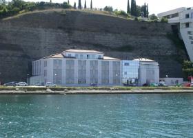 Morska biološka postaja Piran 2005 (foto: Arhiv NIB) Morska biološka postaja se je postopoma selila v novo zgradbo, zgrajeno na mestu stare