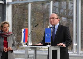 Prof. dr. Tamara Lah Turnšek, direktorica NIB, in dr. Tomaž Boh, državni sekretar na MIZŠ