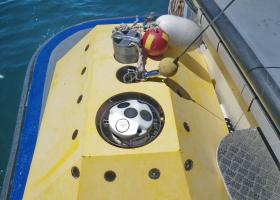 Zavarovanje opreme pred spustom na morsko dno (foto: T. Makovec)