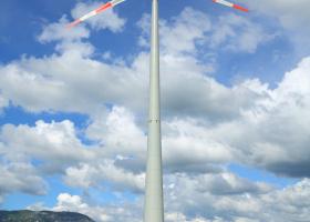Spremljanje preleta ptic zaradi predlagane postavitve vetrnih  elektrarn na Senožeških brdih. (Foto: Davorin Tome)